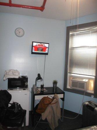 New York Budget Inn: Room