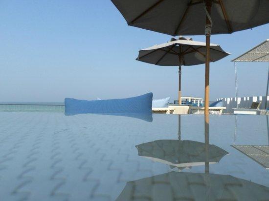The Rock Hua Hin Resort: infinity pool