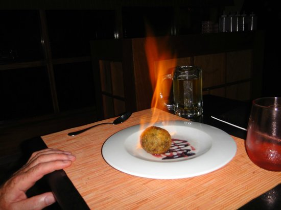 Paradisus Punta Cana Resort: Flaming ice cream at Bana