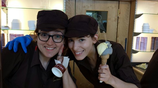 Gelateria Santa Trinita : Due belle donne! Serving delicious black sesame and crema flavor.