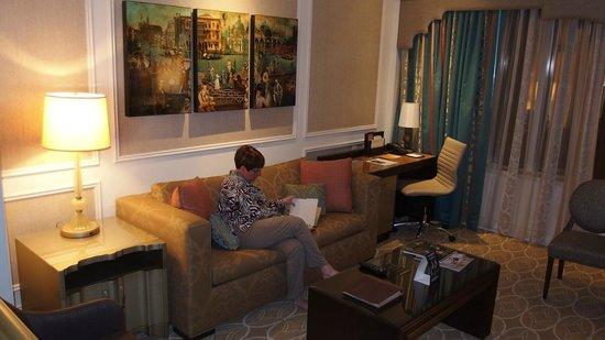 The Venetian Las Vegas: sitting  room  in  suite