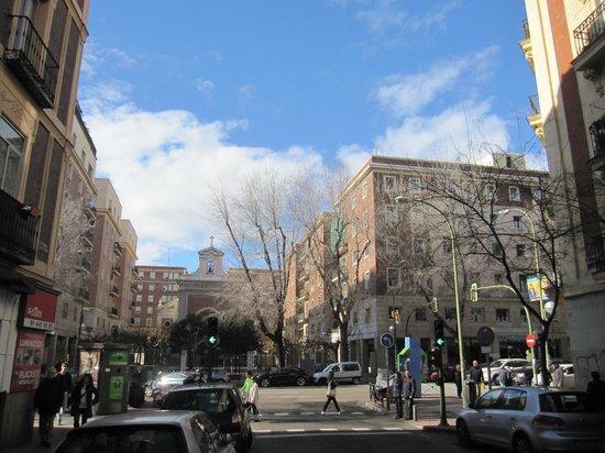 Calle De Garcia De Paredes A La Altura Del Local Fotografia De