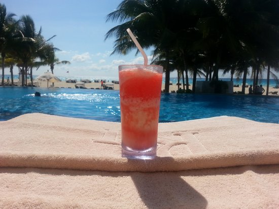 Royal Hideaway Playacar: perfect morning, drinks at the pool by 9!
