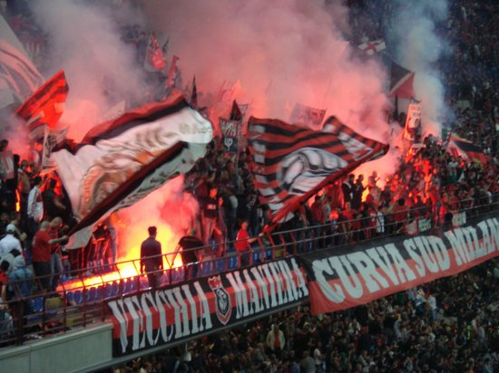 Stadio Giuseppe Meazza (San Siro) : AC Milan 'tifosi'