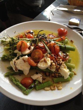 Cafe RICO: Spargel, tomato, mozzarella salad