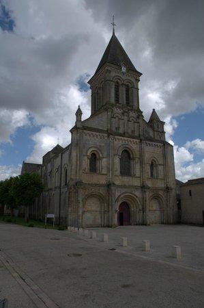 Nieul-sur-l'Autise : abbaye