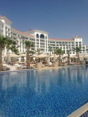 Perfect pool picture of waldorf astoria dubai palm for Astoria hotel dubai