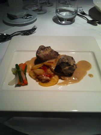H10 Playa Meloneras Palace: Steak main course Gaudi restaurant.