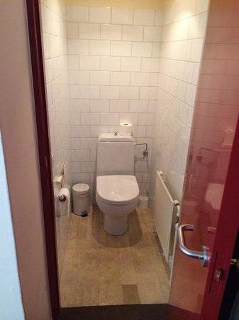 Adornes: WC