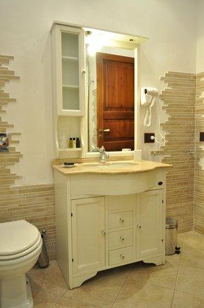 particolare mobile bagno - Picture of Zefiro Rooms, San ...
