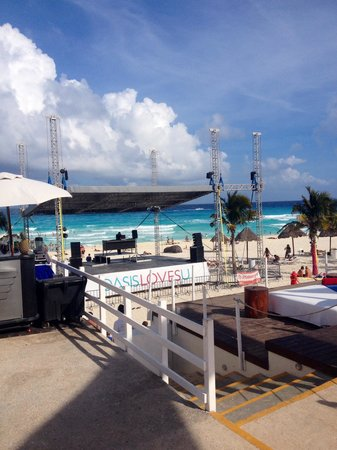 Grand Oasis Cancun: Live music on stage love the music the play loved it❤️