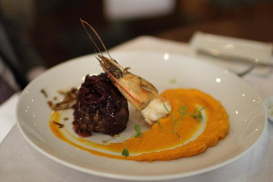 La Locanda: some tender beaf with onion and wine sauce with mascarpone mashed carrot... yummie!