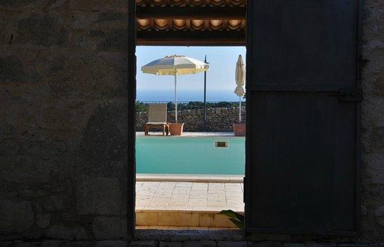 Casina Grotta di Ferro: Entrando nella zona piscina