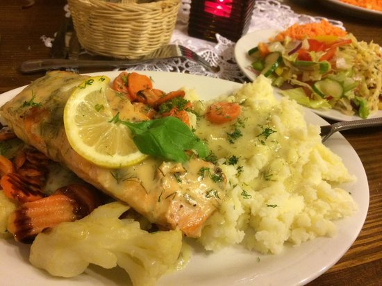 Aromat-kuchni: Poached Salmon, with grilled vegetables, mashed potatoes. Excellent!!❤️