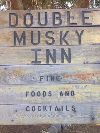 Double Musky Inn: Out front