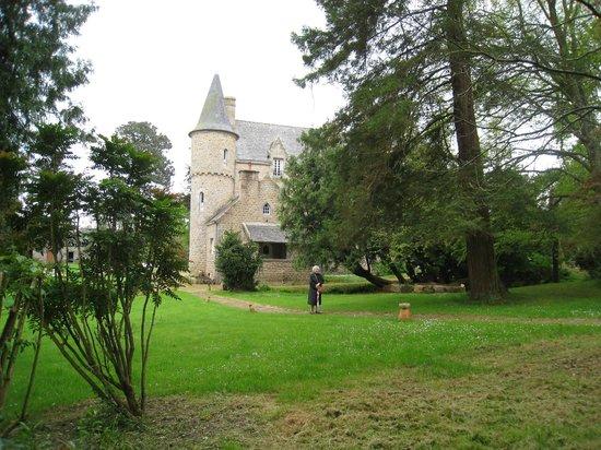 Chateau de Kergouanton: parc