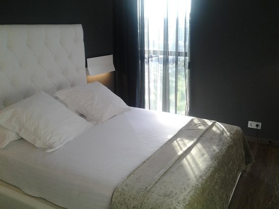 Hotel SB Plaza Europa : Clean and comfortable bedroom