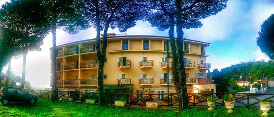 Hotel O Sole Mio: Front hotel
