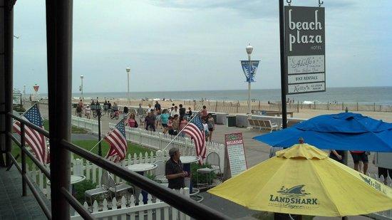 Beach Plaza Hotel : Sitting on the porch overlooking the boardwalk/beach