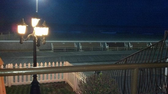 Beach Plaza Hotel : Night view from the porch of the boardwalk/beach