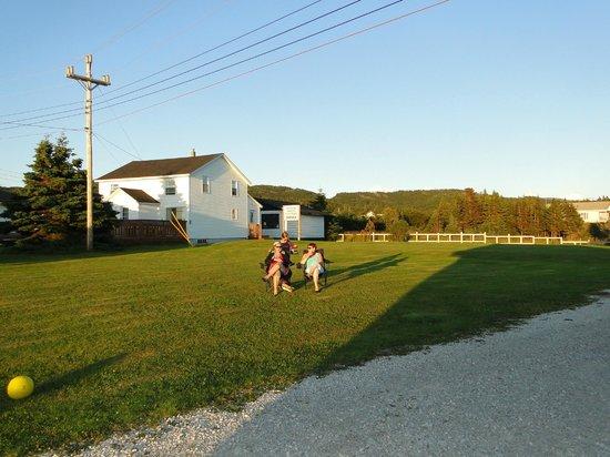 Bottom Brook Cottages: le site au soleil couchant