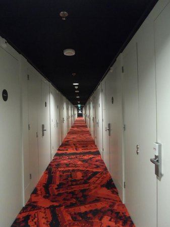 citizenM Amsterdam: Corridor on 2nd Floor