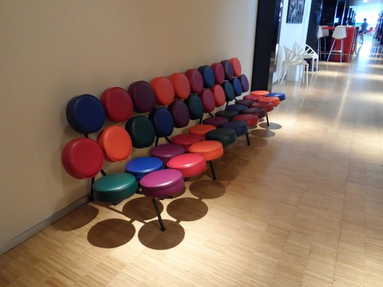 citizenM Amsterdam: Funky seating beside the lifts