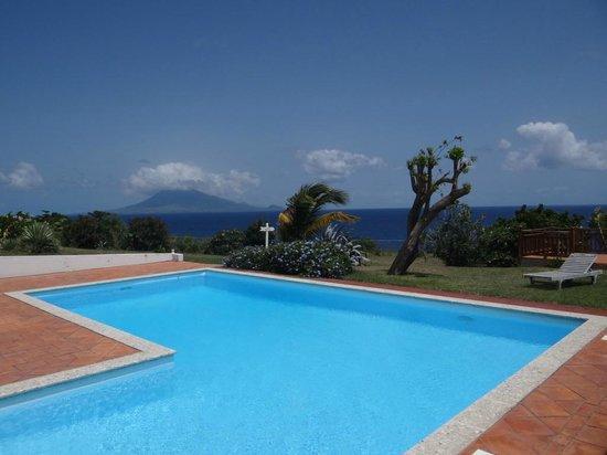 Statia Lodge: bela piscina e vista de St Kitts. nota 10.