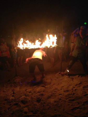 Ark Bar Beach Resort: Beach party