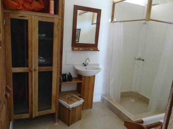 Statia Lodge: banheiro