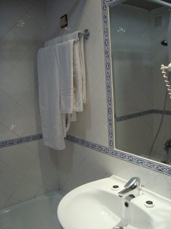 VIP Inn Berna Hotel: Banheiro