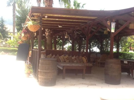 Almond Holiday Village : The Bar