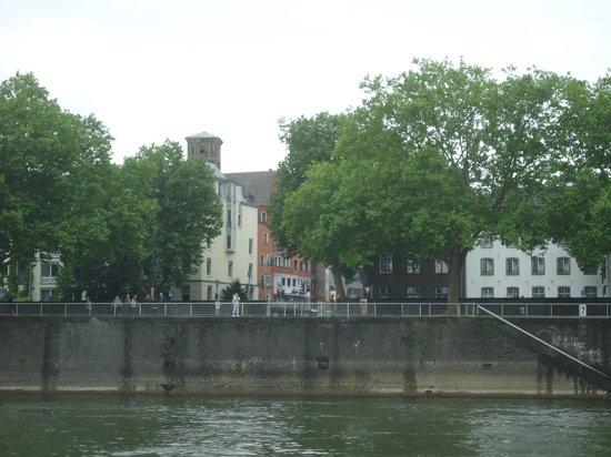 Hotel Lyskirchen: L'hôtel vu d'un bateau sur le Rhin