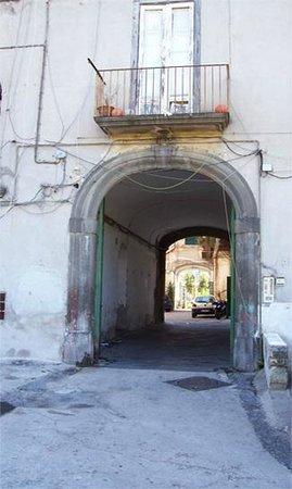 Villa D'Agostino: ingresso fabricato Villa Dagostino