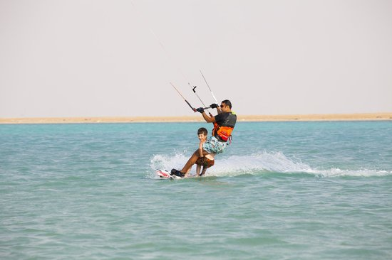 Silver Sands Beach: kitesurfing jeddah