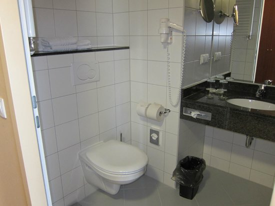 Courtyard by Marriott Munich City Center: Bathroom in room 707