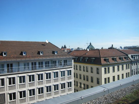 Courtyard by Marriott Munich City Center: View from room 707