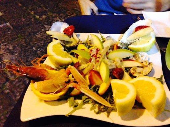 Il Miracolo dei Pesci: Fish arugula salad