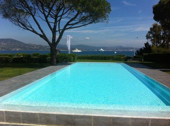 Kube Hotel-St Tropez : piscine magnifique mais pas chauffée ! dommage