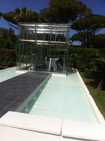 Kube Hotel-St Tropez : La surprenante réception