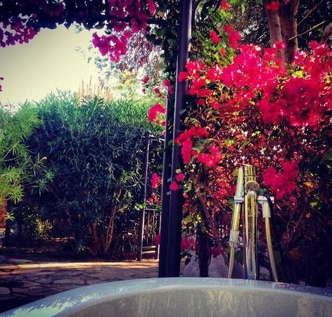 We Care Spa: Relaxing outside in the bathhouse ��❤️