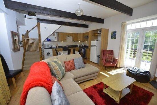 Gwynfryn Farm Cottages and B&B: Inside Granaries cottage