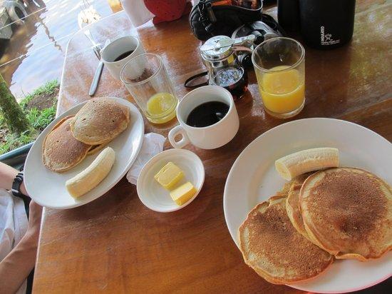 Casa Marbella: Breakfast