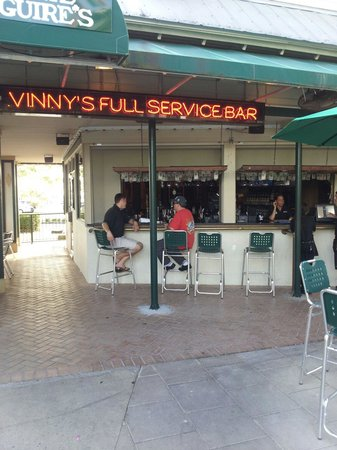 Vinny McGuire's Pizza: Visit the outdoor patio and bar