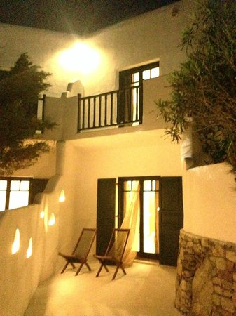 Tharroe of Mykonos Hotel: night view from terrace