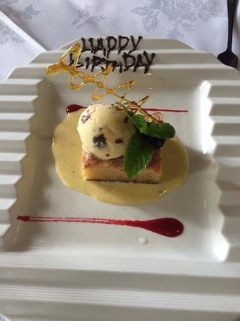 Nutters Restaurant : Blueberry and almond tart with rum and raisin ice cream