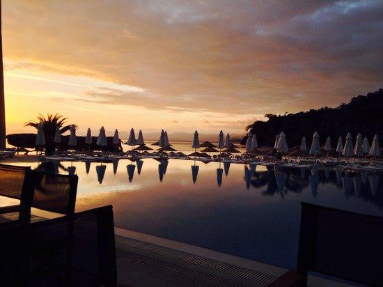 Hillside Beach Club : Sun set