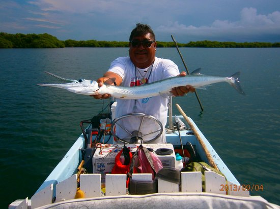 El Pescador Resort : Skipper Hilberto with a Needle Fish, that can bite a finger off easily