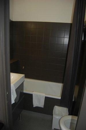 Hotel Octroi : Belle salle de bains, propre et bien conçue