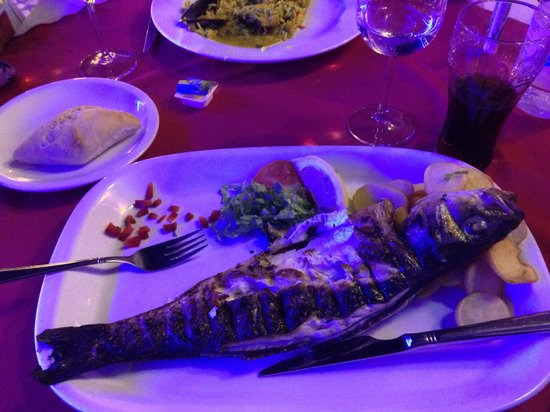 restaurante  A BROA: Sea bass... Epic perfect and delicious! 13€ :) awesome!